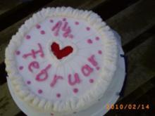 Torten: Meine Torte zum Valentinstag: Cappuccino-Eierlikörcreme-Torte mit viel Sahne und mit Liebe gemacht - Rezept
