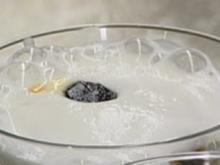 Geeister Cappuccino mit Espresso-Amaretto-Bällchen - Rezept