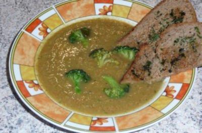 Süppchen: Gemüsesuppe und gröstetes Bauernbrot - Rezept