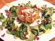 Kartoffelkörbchen mit Paprikakompott und Feldsalat - Rezept