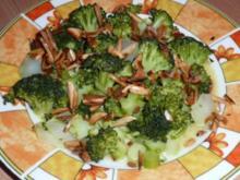 Salate:  Lauwarmer Broccolisalat mit gerösteten Mandeln - Rezept