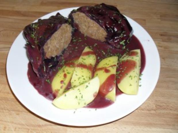 Rotkohlrouladen - mit Fleisch - Rezept