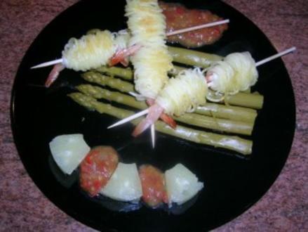 Garnelen im Kartoffelmäntelchen mit grünem Spargel + Tomaten Salsa  (Vorspeise zum G....mahl) - Rezept