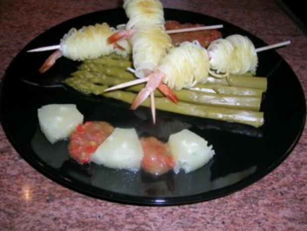 Garnelen im Kartoffelmäntelchen mit grünem Spargel + Tomaten Salsa  (Vorspeise zum G....mahl) - Rezept - Bild Nr. 2