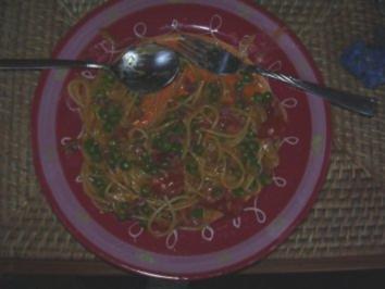 Spaghetti mit Hummersauce à la Convenience - geht natürlich auch mit Tortellini - Rezept