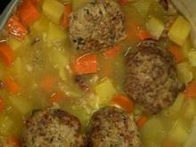 Kartoffeln-Möhren-Eintopf mit Bratlingen - Rezept