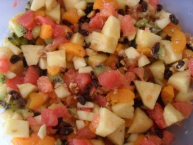 Obstsalat mit Walnüssen und Rosinen - Rezept