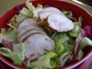 Salat der Saison mit gegarter Hühnerbrust - Rezept