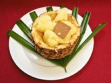 Ananas-Sorbet serviert in einer Ananas-Schale (Jochen Schroeder) - Rezept