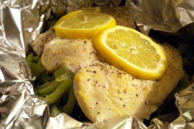Zitronenhühnchen mit Gemüse in der Folie gegart - Rezept