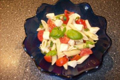 Salat - Nudelsalat mit Tomaten u. Mozzarella - Rezept