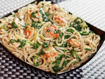 Sahne-Sauce mit Lachs und Spinat für Pasta - Rezept - Bild Nr. 2