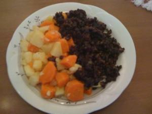 Kartoffel Karotten Gemüse mit gebackener Blutwurst - Rezept