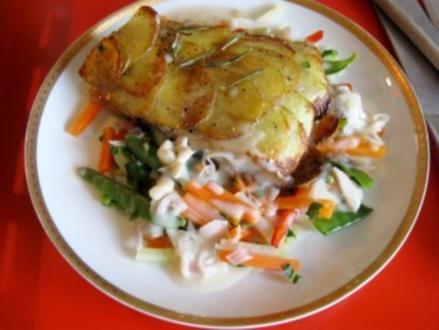 Fischfilet im Kartoffelmantel auf Gartengemüse mit Rosmarin - Rezept