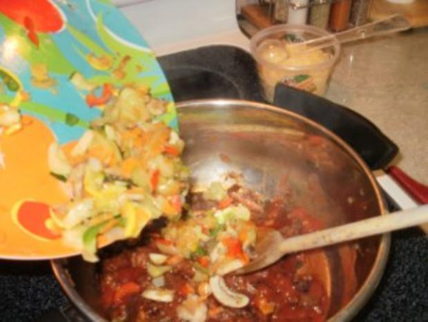 Hackfleisch -  Rind Stir Pfanne  mit allerlei Gemuesse  auf Pita Brot- Schnell und fettarm - Rezept - Bild Nr. 5