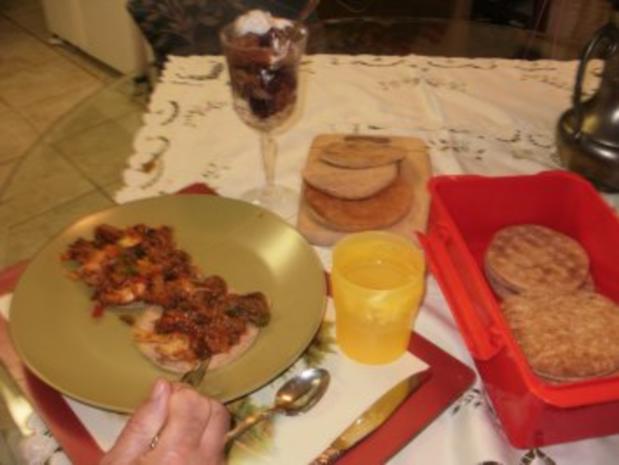 Hackfleisch -  Rind Stir Pfanne  mit allerlei Gemuesse  auf Pita Brot- Schnell und fettarm - Rezept