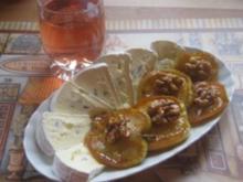 Glasierte Apfel-Walnussscheiben mit Blauschimmelkäse - Rezept