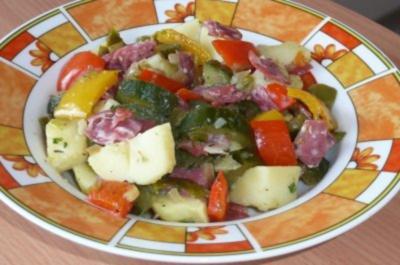 Salate: Warmer Kartoffelsalat nach italienischer Art - Rezept