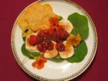 Kirschtomaten mit Chilizucker und Parmesanchips - Rezept