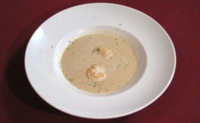 Knoblauchsuppe mit gebratenen Jakobsmuscheln - Rezept