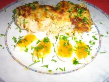 Überbackener Blumenkohl an Eiern serviert - Rezept