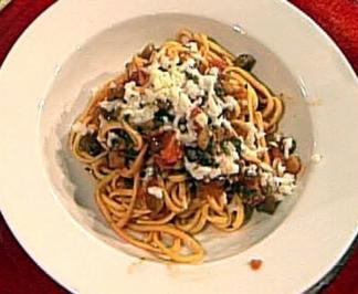 Spaghetti mit Auberginen, Tomaten und Büffelmozzarella - Rezept