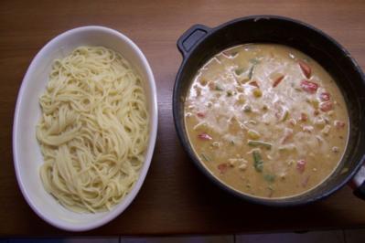 Paprika-Puten-Ragout mit Nudelkruste - Rezept
