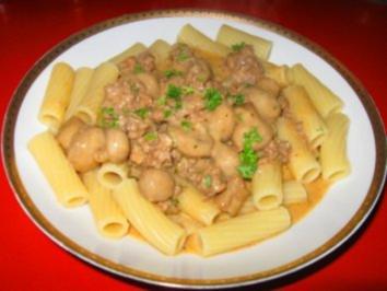 Hack-Champignoncremesoße mit Tortiglioni - Rezept