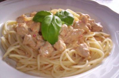 Spaghetti in Chili-Sahne mit Hähnchenbrustfilet - Rezept