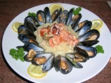 Capellini No 1 mit Meeresfrüchten - umrandet von frischen Muscheln, jedoch auf meine Art -  lecker - Rezept