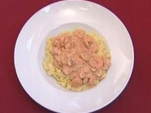Pasta mit einer Lachs-Scampi-Soße (Daniel Hartwich) - Rezept