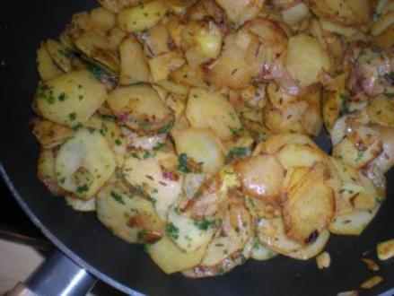 """BEILAGE- """"Bratkartoffeln aus rohen Kartoffeln"""" - Rezept"""