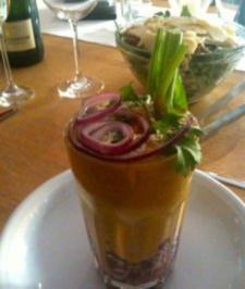 Kalte Avocado-Selleriesuppe mit Thunfischtartar im Glas - Rezept