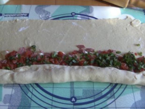 Pikantes Backen: Rosenkuchen mit Knoblauch- Crème fraiche - Rezept - Bild Nr. 5