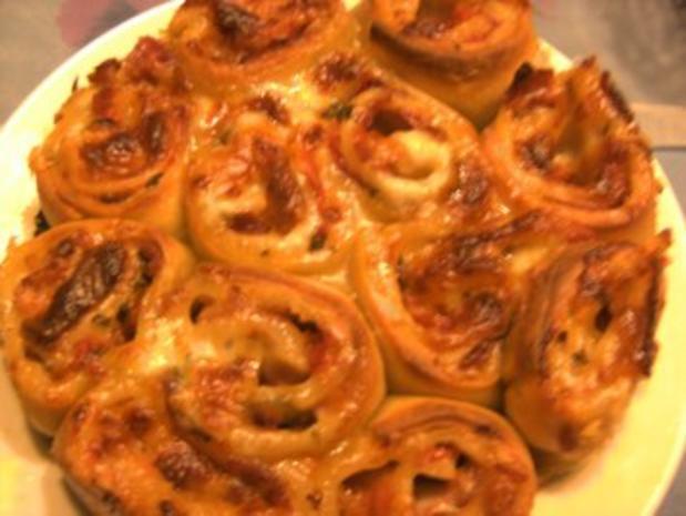 Pikantes Backen: Rosenkuchen mit Knoblauch- Crème fraiche - Rezept - Bild Nr. 2