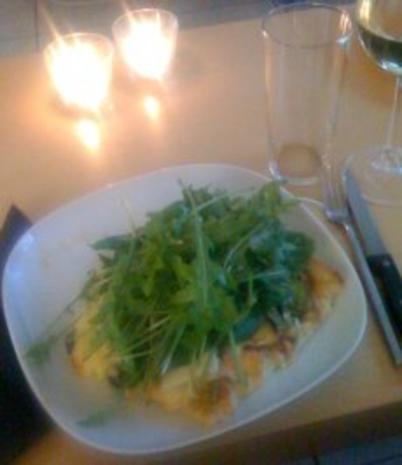 Pizza Deluxe- Mit Rucola, Schafskäse und frischem Lachs - Rezept