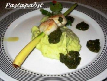Rezept: Jakobsmuscheln auf Zitronengrasspieß mit Verveine- Kartoffelpüree und Salsa verde