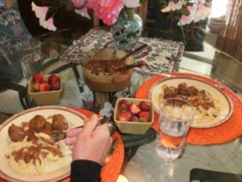 Hackfleischbaellchen - Schwedische Hackfleischbaellchen nach Amerikanischer Art - mit Hand gemachten Spaetzle - Rezept
