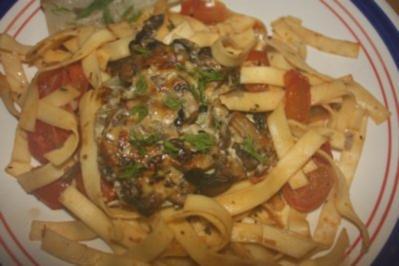Fenchel mit Pilz/Käse Haube an Bandnudeln mit Knoblauch und Cherrytomaten - Rezept