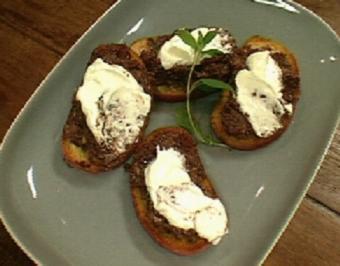 Bruschetta mit Oliven-Tapenade und Artischocken - Rezept