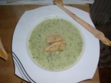 Cremesuppe mit frischen Kräutern und Pilznocken - Rezept