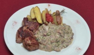 Schweinefilet an Gorgonzola-Pilzragout mit Rosmarinkartoffeln - Rezept