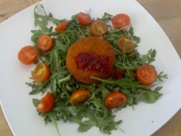 Backcamembert auf Rucolasalat mit Tomaten - Rezept