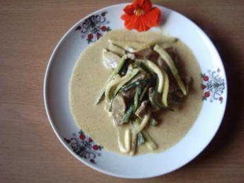 Zucchini mit Curry-Geschnetzeltem - Rezept