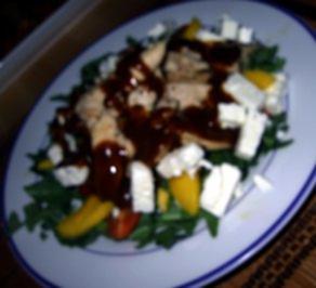 Rezept: Fruchtiger Salat mit Hähnchenbruststreifen