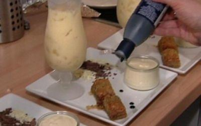 Weiße Mousse au Chocolat mit Kokos, Mango Lassi und Baklava (Dirk Moritz) - Rezept