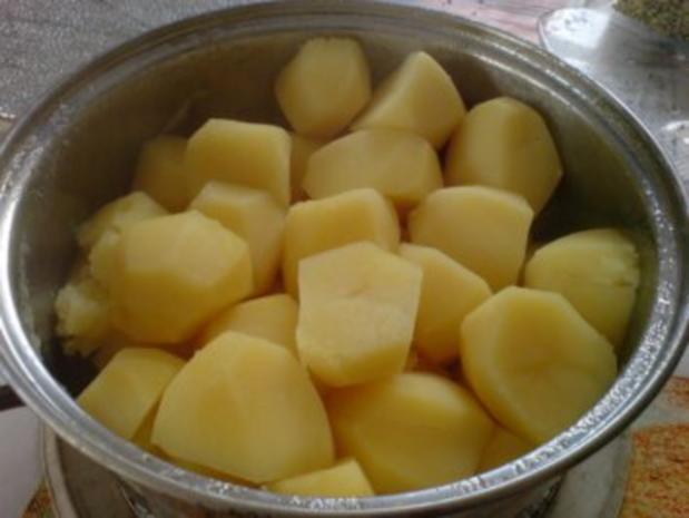 Kartoffelbrei mit Rührei und Gurkensalat - Rezept - Bild Nr. 6