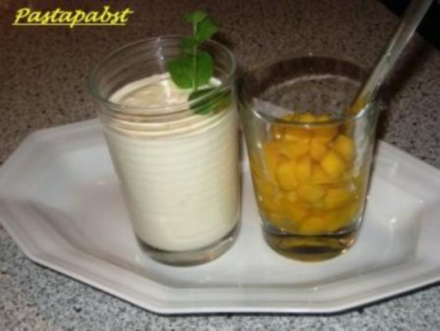 Vanille-Bavaroise mit marinierter Mango - Rezept