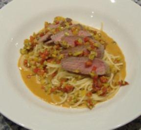 Spaghetti mit Lammrückenfilet und Paprikaschaum - Rezept
