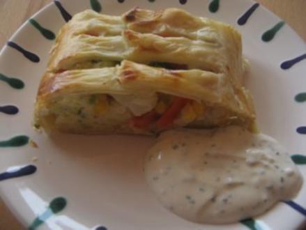 Kartoffel_Gemüse-Strudel mit Schnittlauchsauce - Rezept